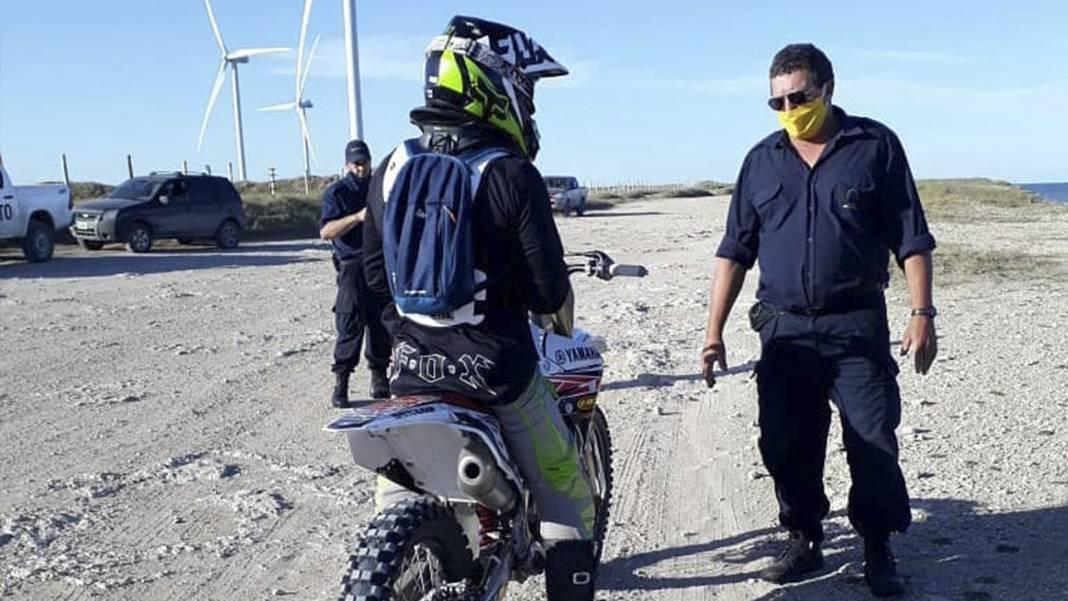 moto en la playa